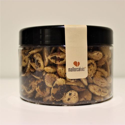 Fried almonds with black olive. 275g PET