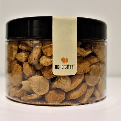 Fried almonds with sweet paprika. 275g PET