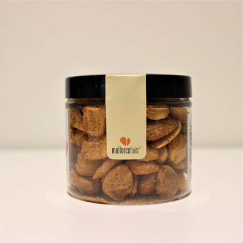 Fried almonds with sweet paprika. 125g PET